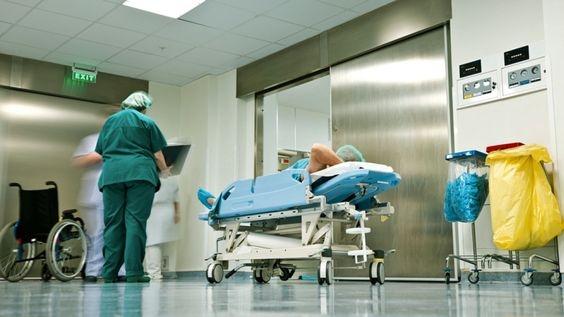Thang máy bệnh viện